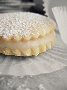 Sscc'...!!! ci sono le Deliziose e un pò di chiacchiere  http://unpodibricioleincucina.blogspot.it/2012/11/sscc-ci-sono-le-deliziose-e-un-po-di.html