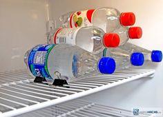 garrafas-de-agua-empilhadas-com-clipes-de-papel
