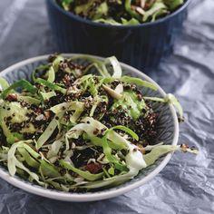Se opskriften på quinoasalat med spidskål og avocado. Klik her og find inspiration blandt mere end 1000 lækre opskrifter til både aftensmad og dessert.