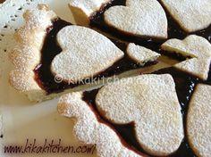 La crostata di marmellata morbida e friabile è il classico dolce casalingo. Una…
