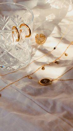 Stylish Jewelry, Cute Jewelry, Luxury Jewelry, Photo Jewelry, Gold Aesthetic, Accesorios Casual, Photo Accessories, Jewelry Photography, Summer Jewelry