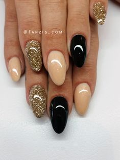 nails.quenalbertini: Nude, gold and black nails | fanzis_com