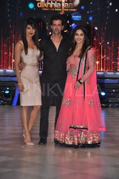Priyanka Chopra & Hrithik promote Krrish 3 on Jhalak | PINKVILLA