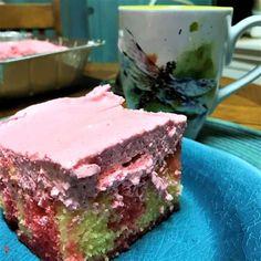 Strawberry Lemonade Poke Cake has all the sour/sweet brilliance of a glass of strawberry lemonade except in cake form. Lemonade Poke Cake Recipe, Strawberry Lemonade Cake, Poke Cake Recipes, Poke Cakes, Apple Pudding Recipe, Refrigerator Cake, Light Dessert Recipes, Lemon Cake Mixes, Easy Light