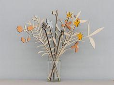 Un bel ensemble de 10 fleurs de prairie inspirés de la campagne anglaise.    Laser cut de contreplaqué de bouleau et délicatement finis à la main
