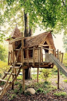Haben Sie Zu Hause Einen Großen Garten Mit Bäumen? Dann Bauen Sie Natürlich  Ein Baumhaus