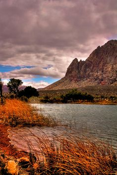 ✮ Red Rock Canyon - 15 miles west of Las Vegas, NV. Going here this weekend! Vegas Vacation, Dream Vacations, What A Beautiful World, Beautiful Places, Places To Travel, Places To See, Hiking Places, Las Vegas, Scenic Photography