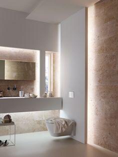 Nicht dumm - für Gäste WC: Doppelte Wand hinter Toilette installieren und mit Flusskieseln bekleben (später einfach auszutauschen) und dahinter indirekte Beleuchtung anbringen; Toller Effekt garantiert!!!