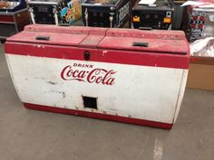 Coca Cola chest Soda Vending Machine, Coke Machine, Coca Cola Cooler, Pepsi Cola, Coca Cola Addiction, Coca Cola Kitchen, Soda Machines, 1980s Childhood, Always Coca Cola