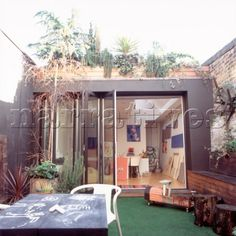 JB171_19: Contemporary artist studio workroom in a gar - Narratives Photo Agency