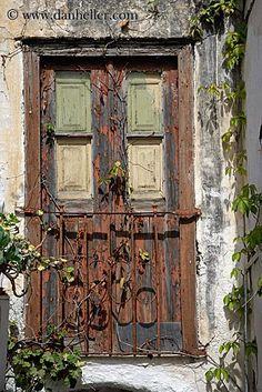 Old door with rusted gate in Naxos, Greece Old Wood Doors, Wooden Doors, Cool Doors, Unique Doors, Portal, When One Door Closes, Door Gate, Door Knockers, Windows And Doors