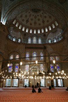 istanbul blue mosque.... 모스크 안의 예배자들의 모습이 묘한 조화를 이루는듯...
