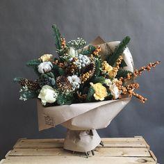 Середина декабря - самое время для зимних букетов Обороты не сбавляем и продолжаем придумывать, а это одно из самых любимых занятий ------------------------------------------ Для заказа телефон/What'sApp 8-981-155-61-64 #romromstudio#romromflowers#flowers#flower#flowerstagram#flowersofinstagram#flowerslovers#instagramanet#instaflower#instaflowers#flowermagic#flowerpower#flowercrown#petal#petals#nature#beautiful#plants#blossom#spring#beauty#букет#букеты#букетик#букетцветов#букетвподар...
