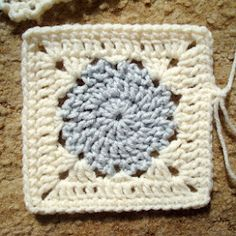 Granny Square Pattern. Love this so much I just started making these for a blanket!