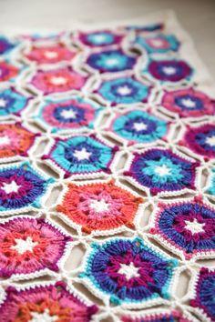 https://haakmaarraak.nl/tadah-the-borealis-blanket/; The Borealis crochet blanket - a brand new blanket on http://haakmaarraak.nl
