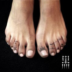 16 of the most beautiful, tender and feminine tattoos that you .- 16 of the most beautiful, tender and feminine tattoos you have ever seen (List – Fun Mode - Toe Tattoos, Mini Tattoos, Body Art Tattoos, Small Tattoos, Group Tattoos, Tiny Finger Tattoos, Diy Tattoo, Tattoo Fonts, Tattoo You