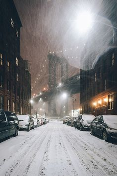 Snowing (New York City)