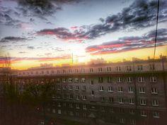 Za oknami świta. Widać  że rozkwita.  #nowahuta #igerskrakow  #igersnowahuta  #sunrise #goodmorning