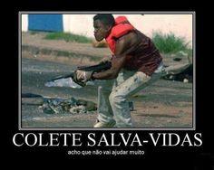 Colete salva vida!  Veja mais em: http://www.jacaesta.com/colete-salva-vida/