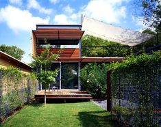 Bercy Chen Studio The Annie Residence Consists Of Two Pavilions Connected  By A Glass Hallway, Enclosing A Water Garden.