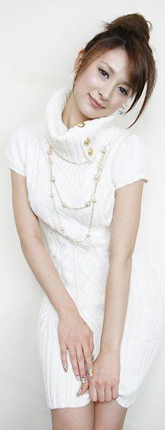 leah dizon mini skirt pics