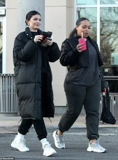 Kylie Jenner fuels engagement rumors while out wearing a diamond ring : Errands run: Kylie kept thing casual with a tracksuit ensemble underneath her Parker and completed her look with a pair of long white socks and trendy sneakers Mode Kylie Jenner, Trajes Kylie Jenner, Looks Kylie Jenner, Estilo Kylie Jenner, Kylie Jenner Outfits, Casual Fall Outfits, Winter Fashion Outfits, Fall Winter Outfits, Look Fashion