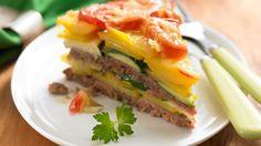 Torte muss nicht immer süß sein, ganz im Gegenteil! Wir bereiten sie heute mit Hack, Kartoffeln, Zucchini und Tomaten zu - herzhaft lecker!