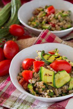 Insalata di farro con zucchine e tonno http://blog.giallozafferano.it/graficareincucina/insalata-di-farro-con-zucchine-e-tonno/