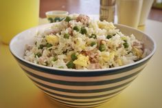 Cantonese fried rice is, along with spring rolls and soybean spaghetti with vegetables, one of the most popular Chinese recipes and its name derives from. Sushi Recipes, Asian Recipes, Healthy Recipes, Ethnic Recipes, Healthy Food, Food Dishes, Main Dishes, Oriental, China Food