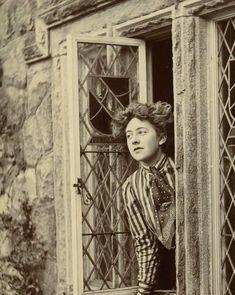 fawnvelveteen:    Young Agatha Christie     c. 1910