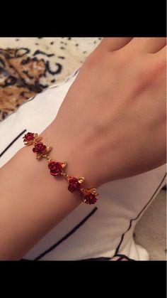 A Dozen Rose Bracelet Source by KarlianyRangel bracelets Cute Jewelry, Body Jewelry, Jewelry Accessories, Jewelry Design, Ankle Bracelets, Jewelry Bracelets, Couple Bracelets, Pearl Necklaces, Gold Armband
