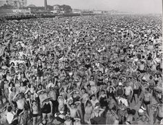 crowd at Coney Island during the july heatwave, 1940, photo by Weegee