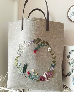 Embroidery Bags Creative Embroidery Hand Embroidery Designs Beaded Embroidery Embroidery Patterns Embroidery Stitches Pouch Pattern Brazilian Embroidery Needle And Thread Embroidery Bags, Creative Embroidery, Hand Embroidery Patterns, Cross Stitch Embroidery, Embroidery Designs, Sewing Patterns, Jute Bags, Fabric Bags, Quilted Bag