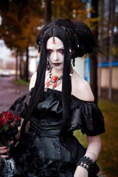 Reminds me of a goth geisha with that hair
