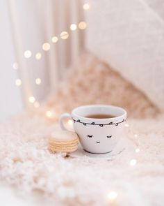 Image shared by Find images and videos about style, perfect and coffee on We Heart It - the app to get lost in what you love. Gold Wallpaper Background, Book Wallpaper, Phone Screen Wallpaper, Coffee Time, Tea Time, Photography Tea, Candle Craft, Coffee Pictures, Foto Instagram