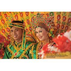 #Foto #Pengantin Aqsa+Lia #Wedding #Bugis di #Pekanbaru #Riau #Indonesia by @Poetrafoto #Photography, http://wedding.poetrafoto.com/foto-pernikahan-adat-bugis-baju-bodo-pekanbaru-riau_297