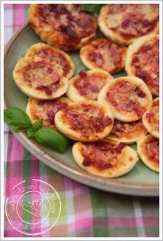 Nudelholz und Nadelkissen: Minipizza!