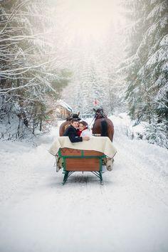 sleigh ride in the snow - Hochzeit Ski Wedding, Space Wedding, Dream Wedding, Wedding In The Snow, Christmas Wedding, Winter Wedding Snow, Winter Mountain Wedding, Mountain Weddings, Winter Weddings