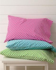 Such FUN colors.  I would go to sleep extra happy and dream about dots with these pillowcases.