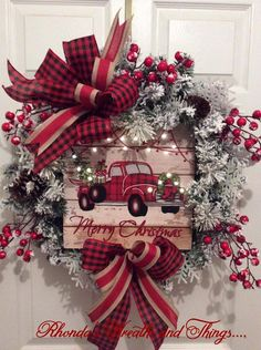 Awesome Country Christmas Decoration Ideas - A lot of country themed home are most likely to go for country Christmas decorations. Of course, country Christmas decorations will certainly complete. Diy Christmas Decorations Easy, Christmas Wreaths To Make, Holiday Wreaths, Christmas Ornaments, Holiday Decor, Cork Ornaments, Burlap Christmas, Diy Christmas Decorations For Home, Winter Wreaths