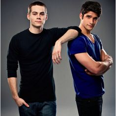 Scott and Stiles Season Two Credit: MTV/Bob Mahoney. Tyler Posey and Dylan O'Brien in Teen Wolf Teen Wolf Boys, Teen Wolf Dylan, Teen Wolf Cast, Dylan O'brien, Brother Poses, Sibling Poses, Guy Poses, Scott Mccall, Tyler Posey