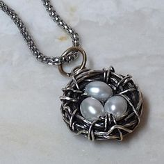 Tutorial – Bird's Nest Wire Wrapped Pendant Tutorial – Bird's Nest Wire Wrapped Pendant – Rhonda Chase Design - My Accessories World Wire Wrapped Pendant, Wire Wrapped Jewelry, Wire Jewelry, Pendant Jewelry, Jewelry Crafts, Beaded Jewelry, Handmade Jewelry, Silver Jewelry, Wire Bracelets