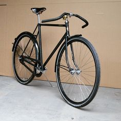 Black Beauty... Sam Deluxe in glossy black with also the rims in black, just like the Brooks saddle, bartape and tires.