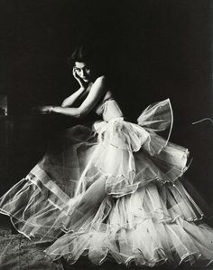 Anne Gunning in crinolines, photo by Milton Greene, Ireland, 1953    Dress de Christian Dior