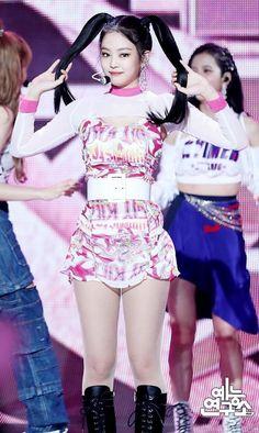 #jennie Kpop Girl Groups, Korean Girl Groups, Kpop Girls, Stage Outfits, Kpop Outfits, Kim Jennie, Blackpink Fashion, Fashion Outfits, Pretty Blonde Girls