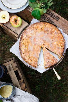 Gedeckter Apfelkuchen mit Kardamom - Hey Foodsister Couscous, Camembert Cheese, Apple Tarts, Fried Apples, Apple Recipes, Apple Pies, Apple Dump Cakes