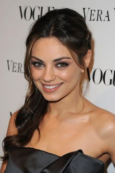 Pictures of Mila Kunis - Pictures Of Celebrities Selena, Beyonce, Rihanna, Jessica Chastain, Mila Kunis Pics, Wedding Hair Inspiration, Olive Skin, Actrices Hollywood, Cameron Diaz