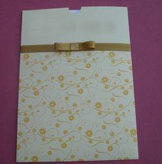 Convite tipo luva, branco com detalhes amarelo (ouro) ideal para casamento e bodas de ouro, temos opção de detalhes em todas as cores. www.balgraphic.com.br