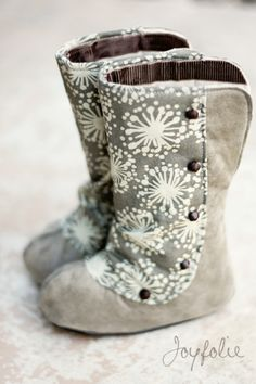 Baby boots DIY! I want to make these adorable boots! Every girl has to have a great pair of boots, right?