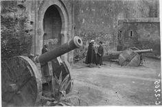 Medersa des Oudaïas  La Medersa des Oudaïas : porte d'entrée et canon  1916.05.19